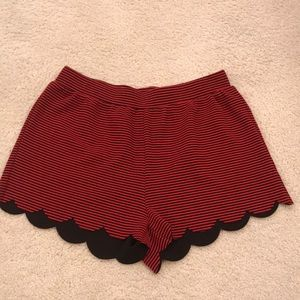 Everly Scalloped Red and black shorts.